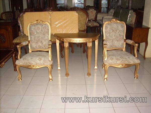 Set Kursi Teras Mewah dengan Finishing Emas