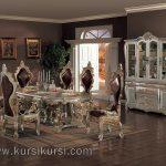 Dining Room Sofa Ukir Mewah dengan Bufet Besar