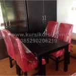 Set Kursi Makan Sofa Merah